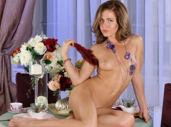 Элитная проститутка на столе